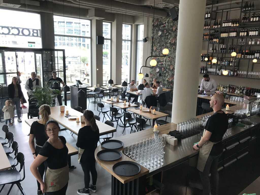 Blick von der Empore in den Restaurantbereich