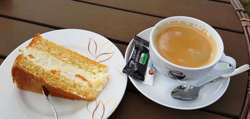 Mandarinen-Sahnetorte mit Kaffee