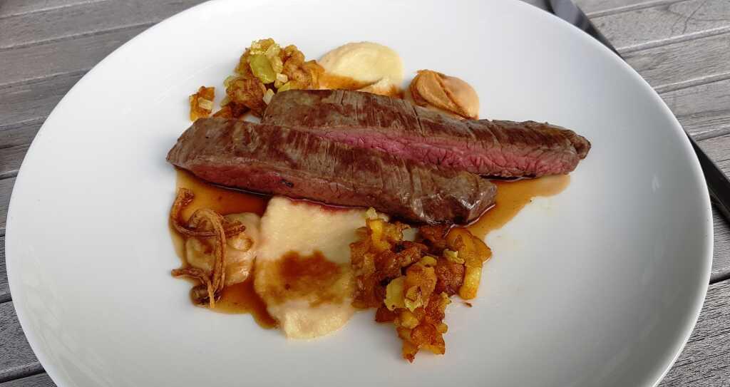 Flanksteak aus der Eifel • Jus • Schalotte • Sellerie • Kartoffel