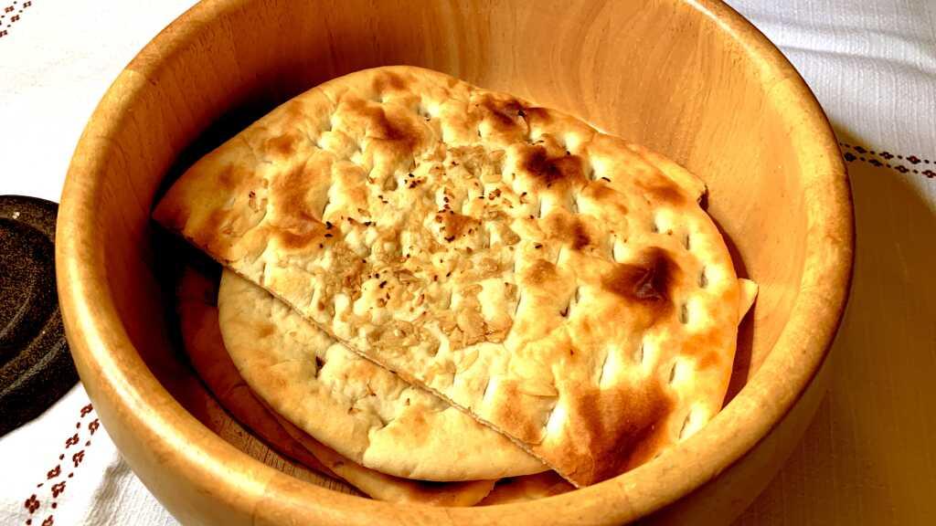 Naan / Garlic Naan