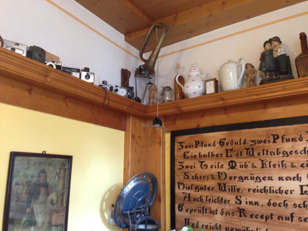 Antiquarischer Krimskrams als Deko
