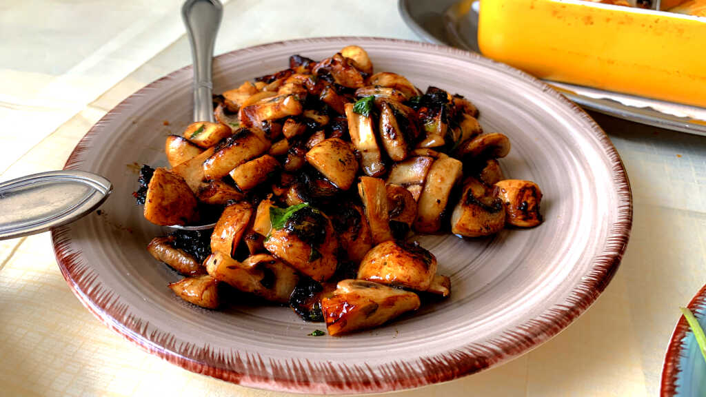 sautierte Pilze frisch aus der Pfanne