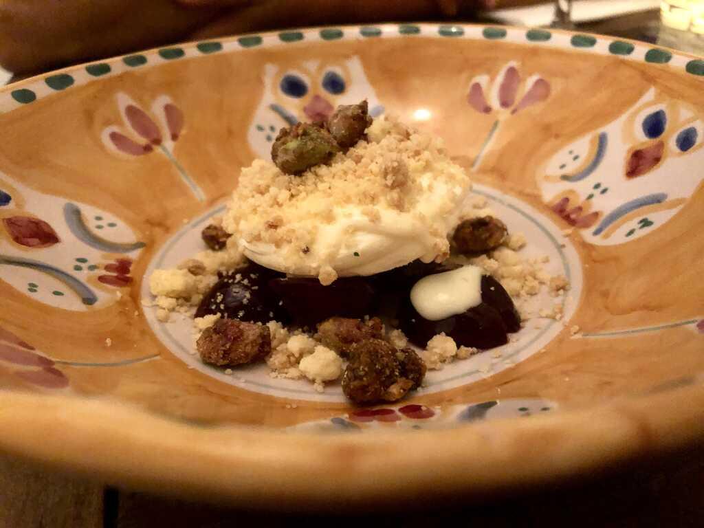 Bergamotto Pannacotta / Kirschen / Crumble / Pistazien