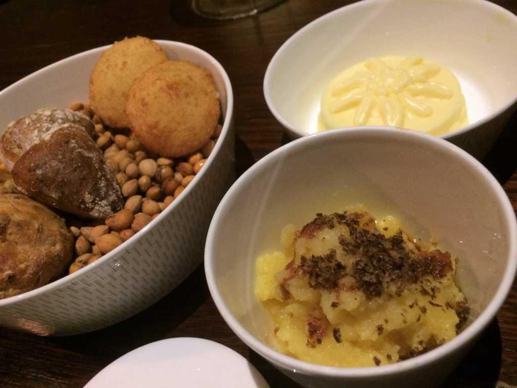 Brot, Butter und Kartoffelstampf
