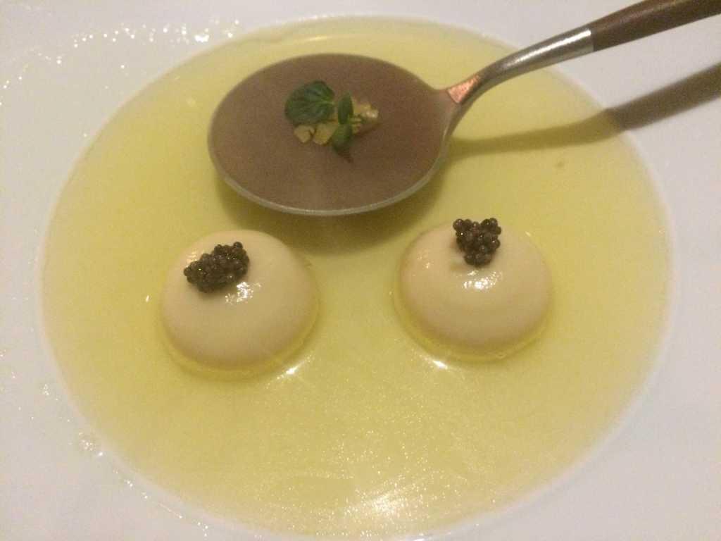 Bratapfel mit Pastinake Senfsaat, Zimt Sud