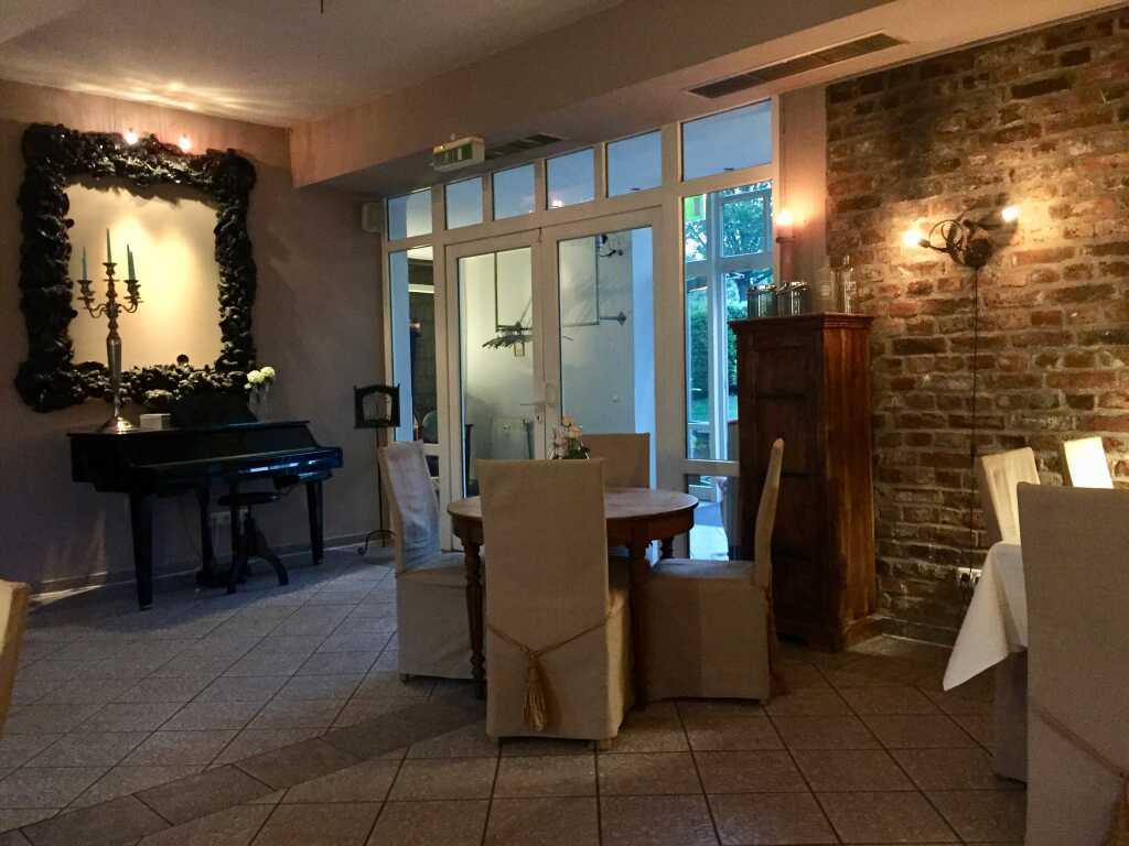 Restaurant – Blick zum Piano