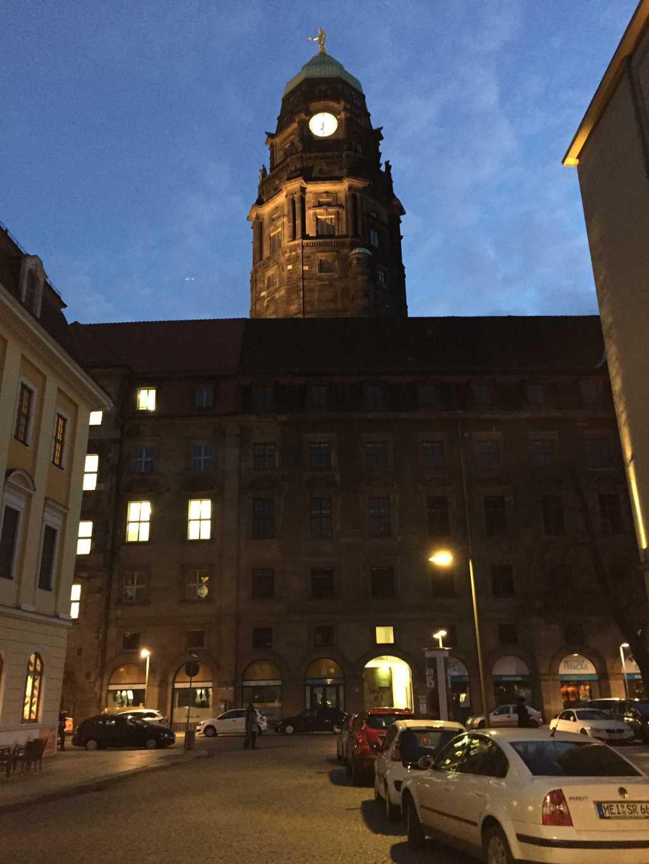 Dresdner Rathausturm vom Tex Mex aus gesehen