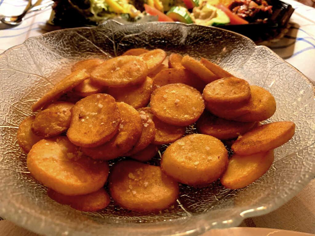 Hausgemachte warme Kartoffelchips