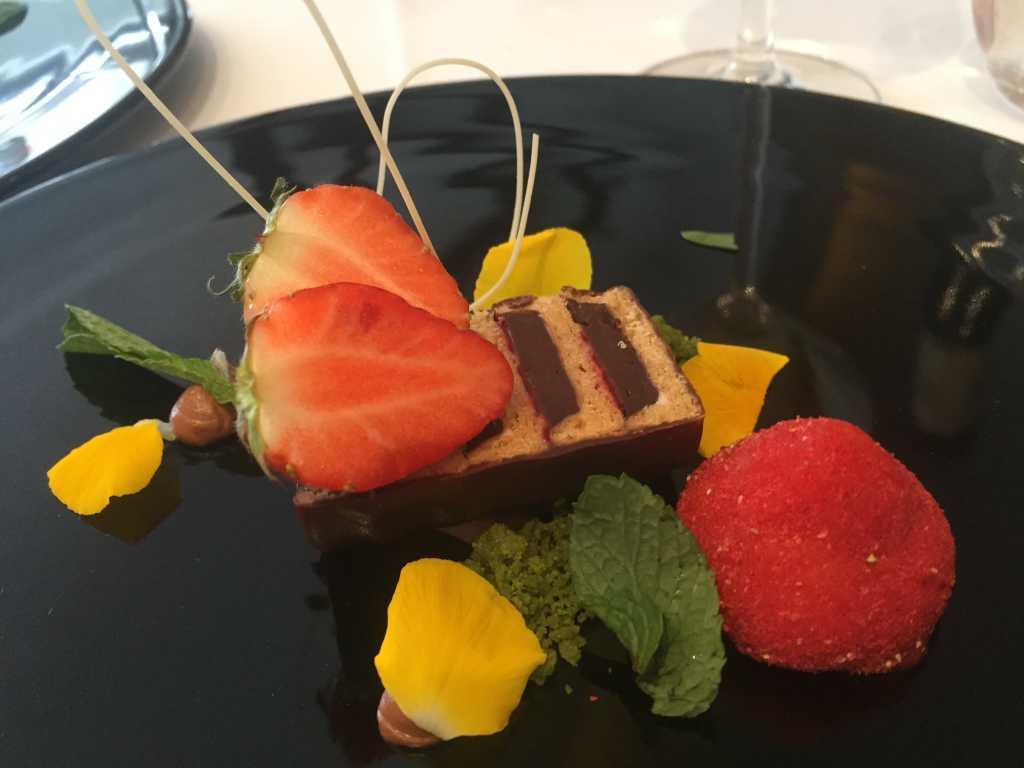 Schokoladenmousse, Erdbeersorbet, Matcha
