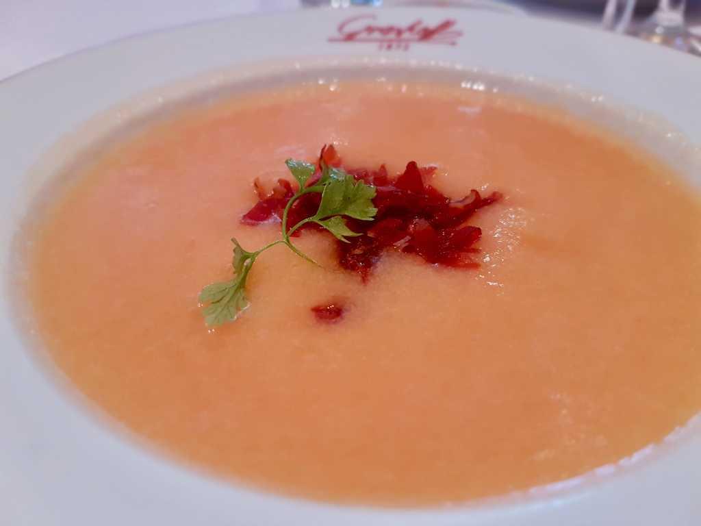 Kalte Suppe von der Charentaiser Melone, Parmaschinken