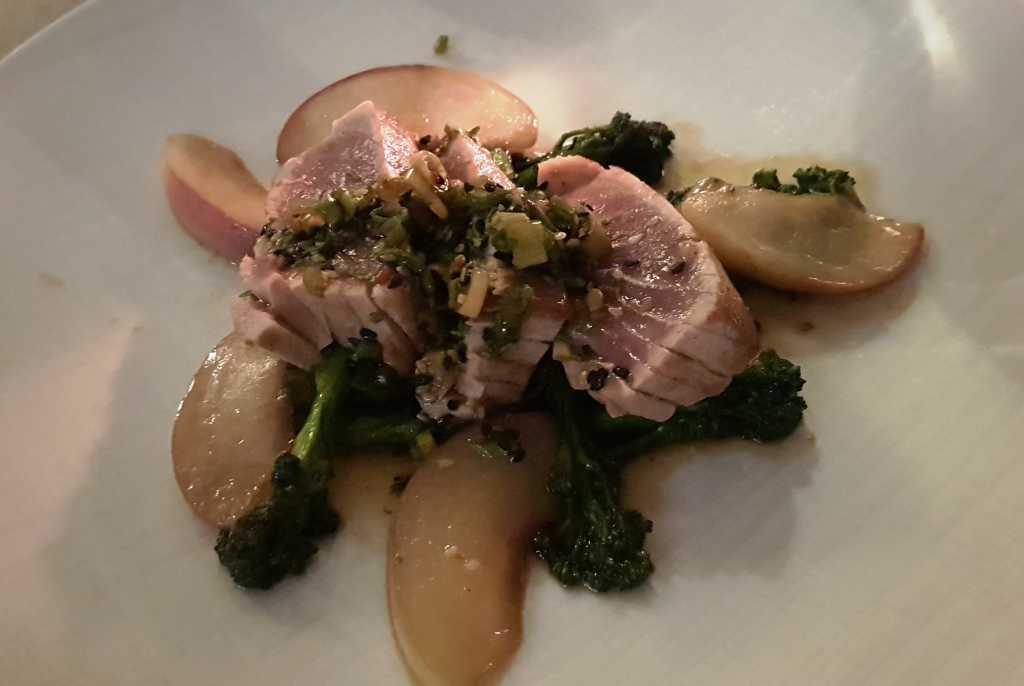 Yellow fin Thunfisch / Sesam-Pinienkerncreme / Wilder Broccoli / Pfirsich