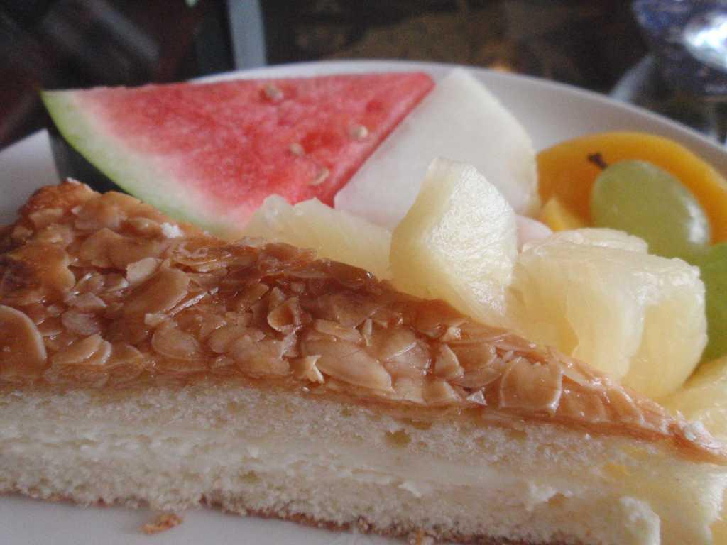 Kuchen und Obst