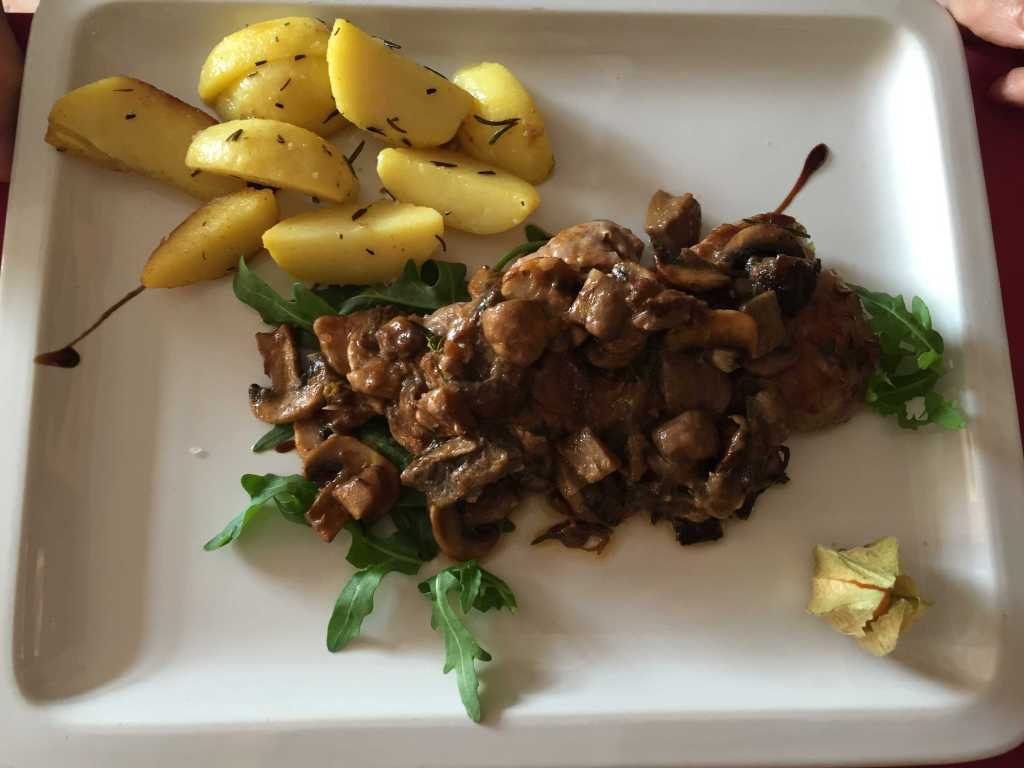Filetto di Manzo ai Funghi Porcini-Argentinisches Rinderfilet mit Steinpilzen in Weißweinsoße