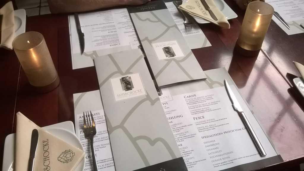 Tisch vor dem Hinsetzen