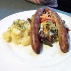 Foto zu Schwarzer Adler Inh. Amtmann Brauereigasthof: Bratwurst mit hausg. Kartoffelsalat