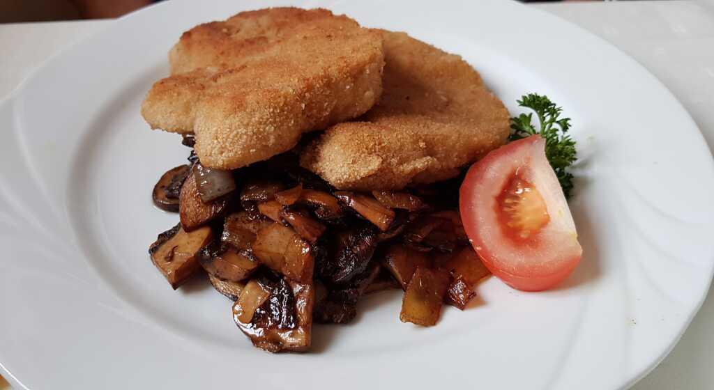 Schnitzel mtit Champignon und Zwiebeln