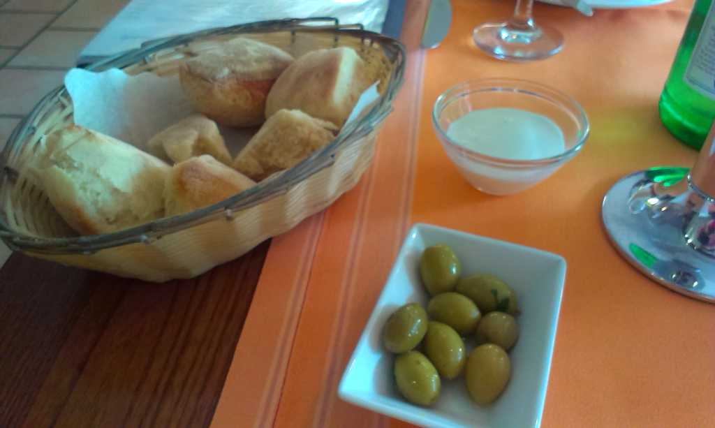 Brot, Oliven, Paste