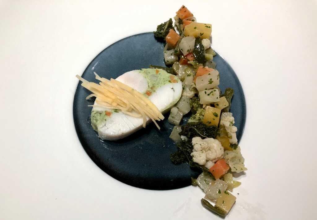 Gefülltes Zanderfilet, fermentierte Steckrüben, Gemüsesalat