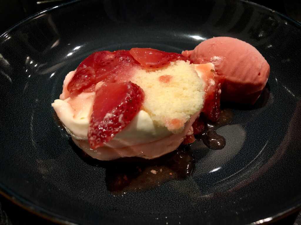 Mandelbiskuit, Limonencrème, Erdbeersorbet