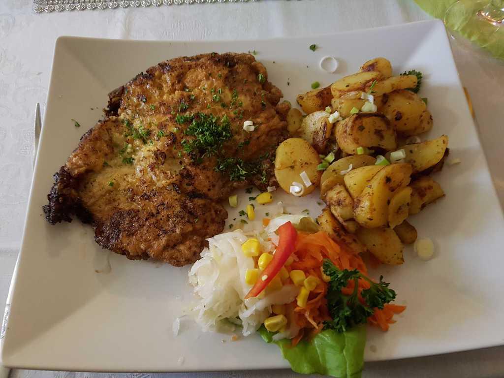"""Steak """"Strindberg""""-ein Steak gebacken in einer Zwiebel-Senf-Eihülle ebenfalls mit Bratkartoffeln für 10,95 €"""