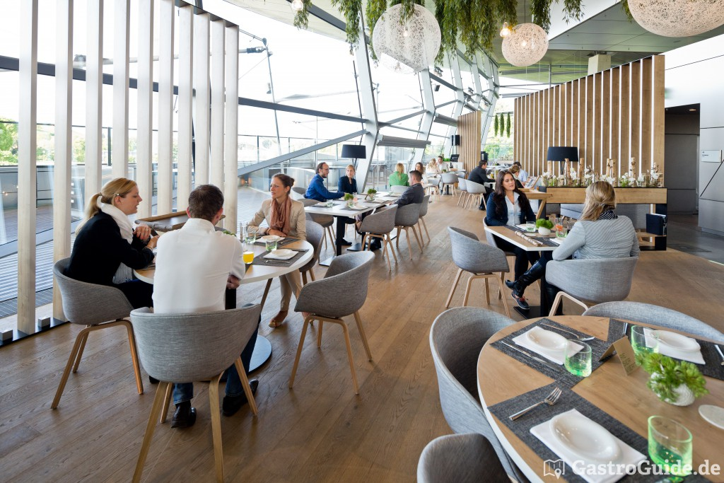 bavarie in der bmw welt restaurant ausflugsziel in 80809. Black Bedroom Furniture Sets. Home Design Ideas